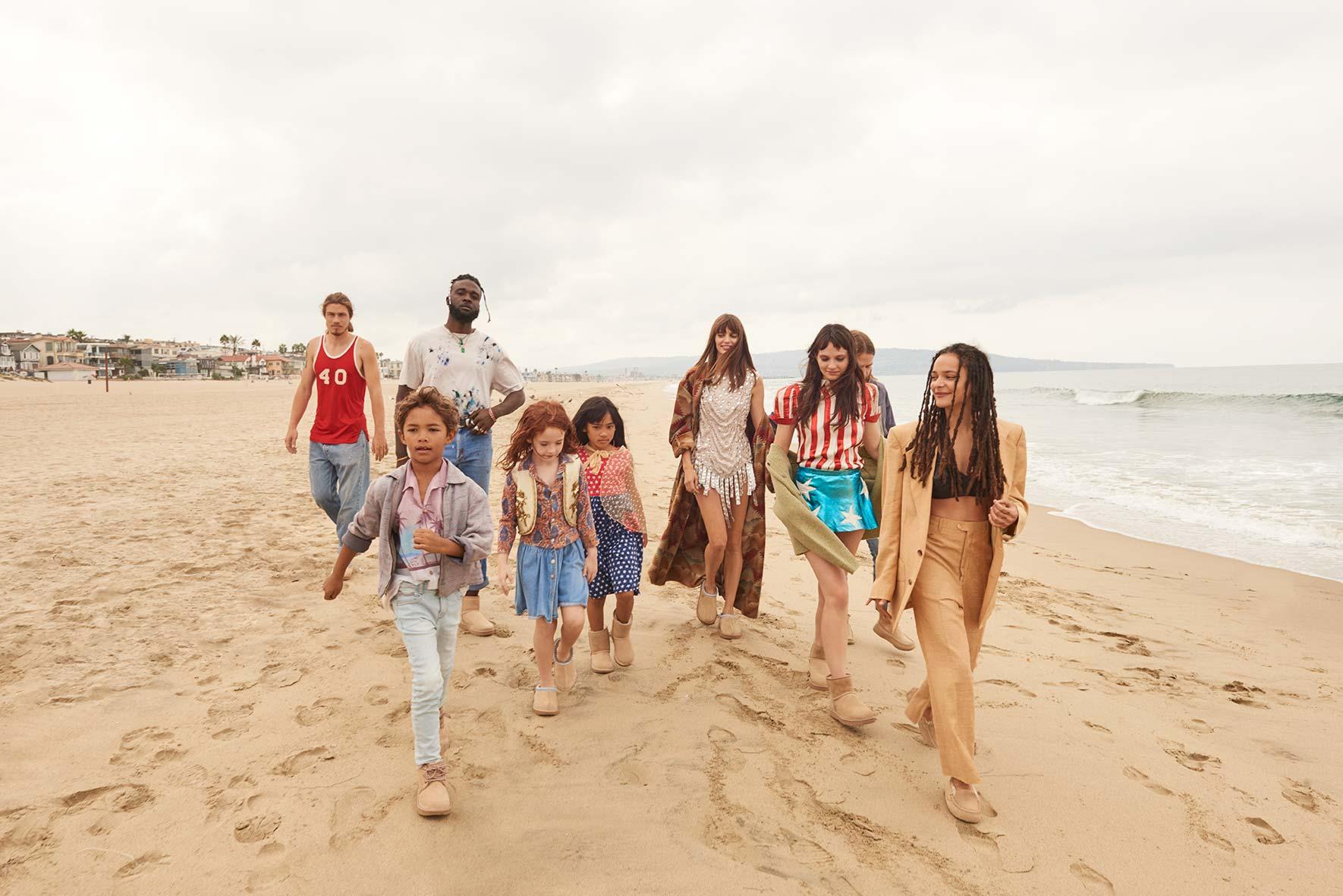 AW18-MWK-Group-Beach-H