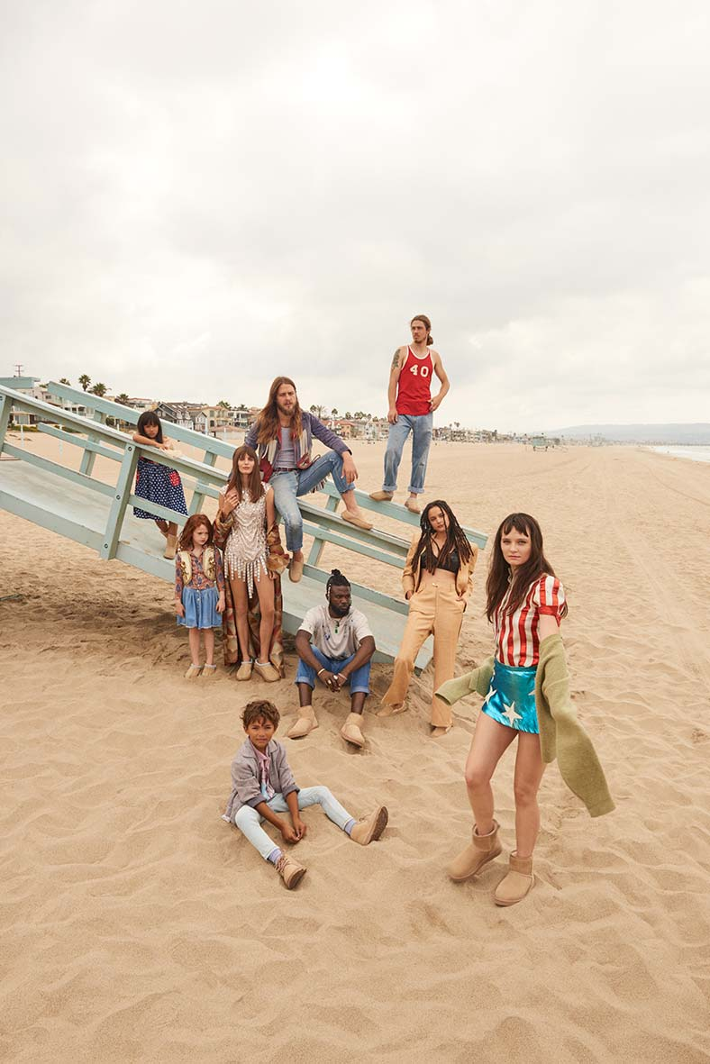 AW18-MWK-Group-Beach-V