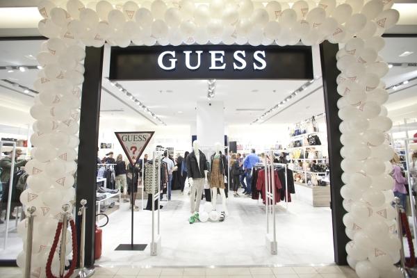 Guess White Concept Store U Usce Sc Fashion Company